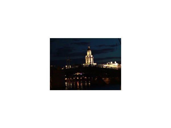 Новый разводной механизм Дворцового моста проверили ночью