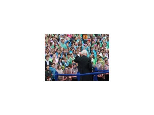 На Исаакиевской под дождем спели почти 4,5 тысячи человек