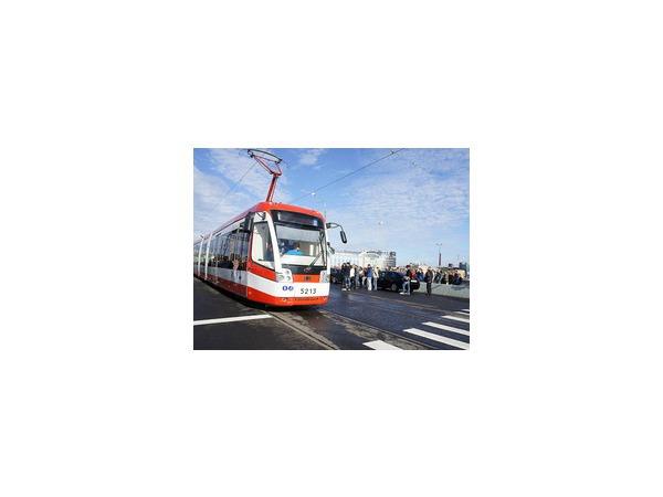 Трамвай первым проехал по открывшемуся Сампсониевскому мосту