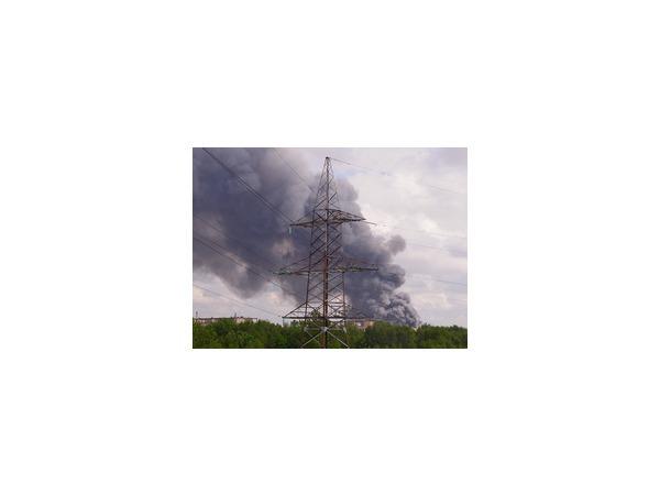 В районе улицы Дыбенко - крупный пожар на складе