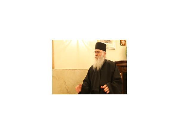 Верующие проводили Дары волхвов у ворот Новодевичьего монастыря