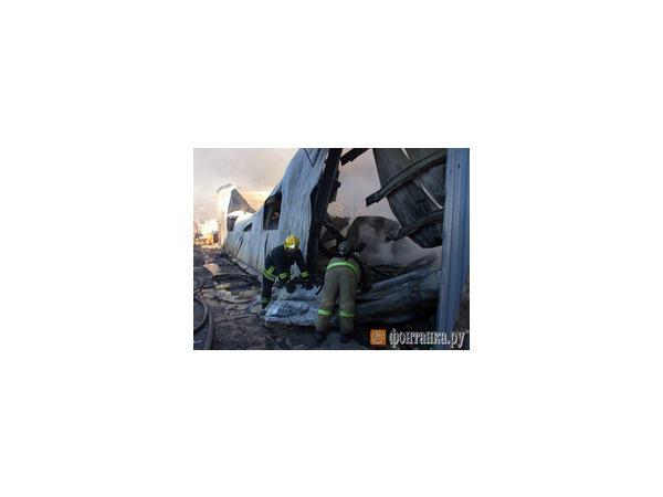 Пожар на Обуховской Обороне тушат почти 8 часов