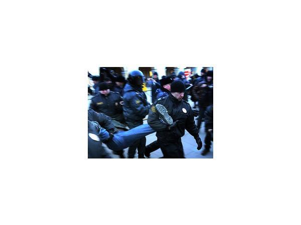 У Гостиного двора задержаны 10 активистов «Стратегии 31»