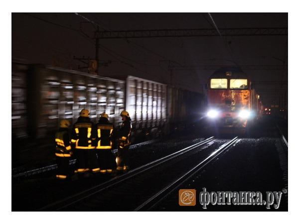 В районе Шушар в составе из 63 вагонов с серной кислотой произошла утечка