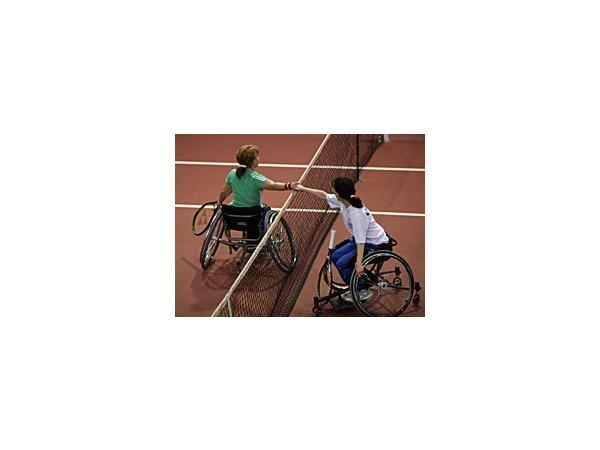 В Петербурге в теннис сыграли колясочники
