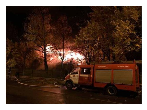 Очевидец: В Петровском парке Кронштадта ночью тушили пожар