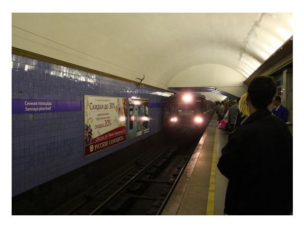 Очевидец: На «Сенной площади» пассажиров высадили из состава для осмотра вагонов