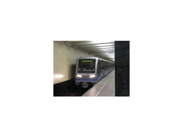 На рельсы в районе станции «Международная» московского метро упала женщина