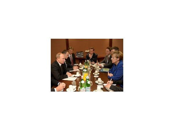 """Путин и Меркель на встрече в Милане 2,5 часа обсуждали """"украинский вопрос"""" и другие темы, однако расхождения во взглядах между политиками по-прежнему налицо"""