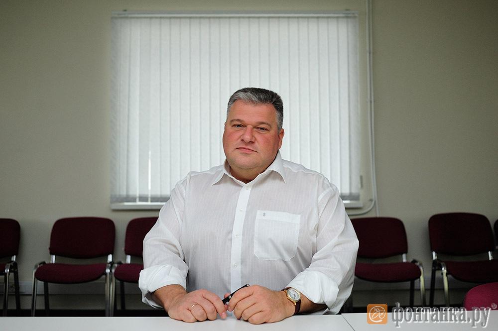 директор завода Дмитрий Зубов