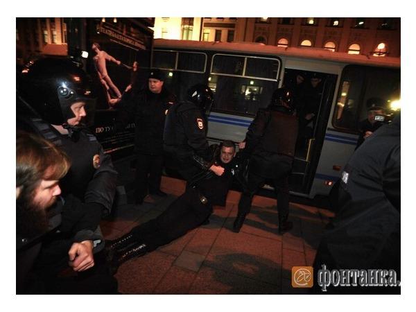 У Гостиного двора задержаны участники несанкционированной акции