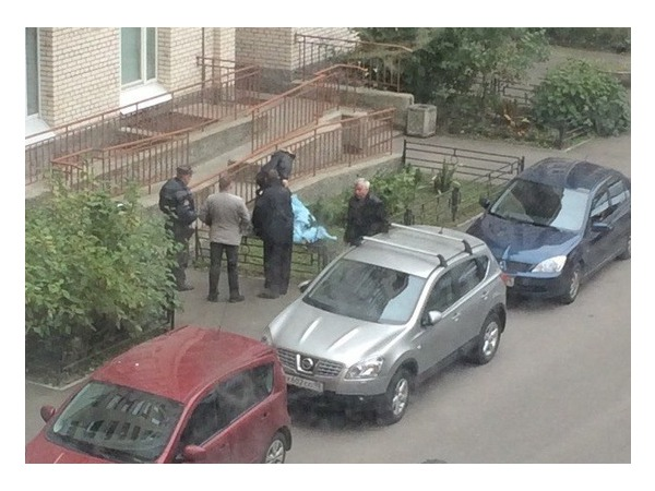 Молодая женщина выпала из окна высотки в Кировском районе Петербурга
