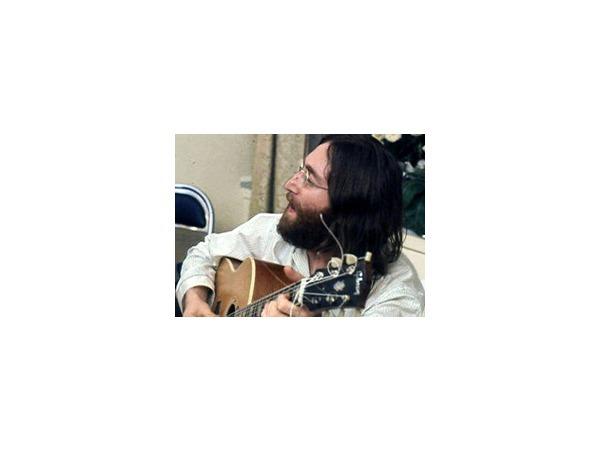 В ноябре одна из гитар Джона Леннона будет продана на аукционе в Лондоне