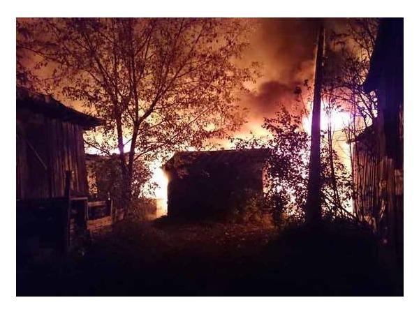 Очевидец: В Парголово горели погреба