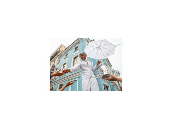 Высокорослых россиян предлагают защитить от «поклонов» у прилавков