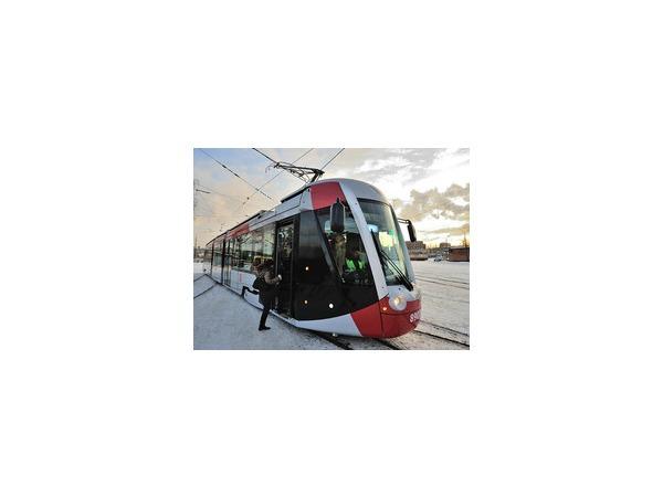 На улицы Петербурга вышел французский трамвай