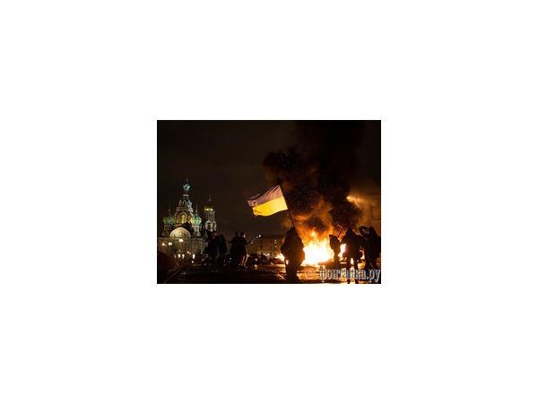 """Петр Павленский устроил """"майдан"""" в центре Петербурга"""