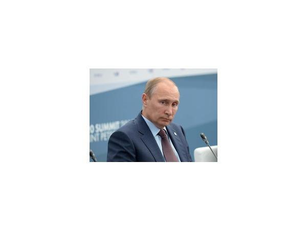 Пресс-секретарь президента России Дмитрий Песков опроверг слухи о тяжелой болезни Владимира Путина — раке