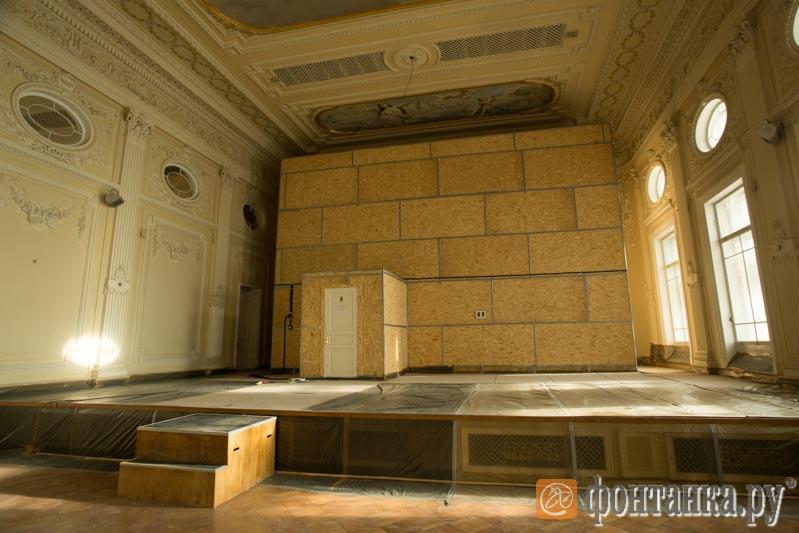 На время работ орган закрыли саркофагом