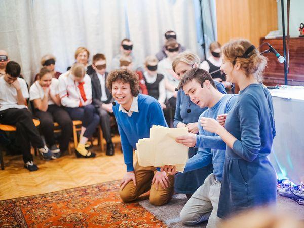 Потрогать и услышать «спектакль-невидимку» смогли более 50 слабовидящих детей Санкт-Петербурга