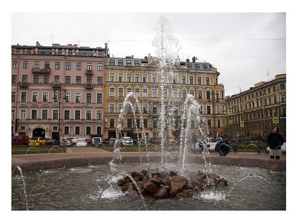 В Петербурге запустили городские фонтаны