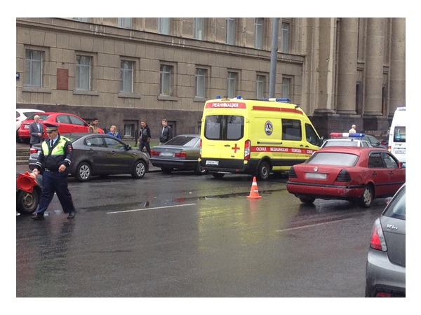 На пешеходном переходе у Дома Советов сбита женщина