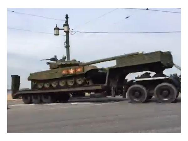 Техника петербургского парада Победы