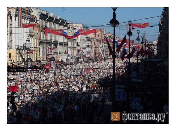«Бессмертный полк» объединил 300 тысяч петербуржцев