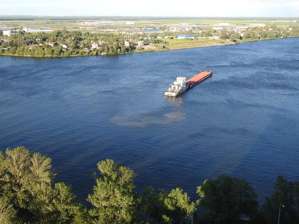 Очевидцы: теплоход «Капитан Воронов» застигнут при сливе нефтепродуктов в Неву