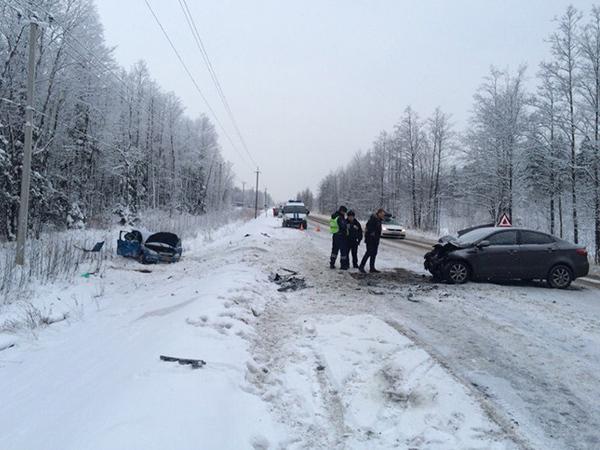 В ДТП на встречке на севере Петербурга пострадали трое