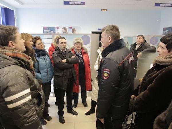 Валютные ипотечники добились встречи с директором отделения банка «ВТБ24»