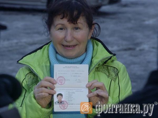 Петербургская ФМС выдала крановщице Пастуховой вид на жительство в России