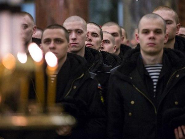 Офицеры и матросы ЛенВМБ отстояли службу в Кронштадте