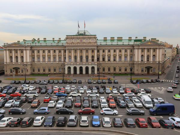 Парламентарии оседлали смольнинский гараж