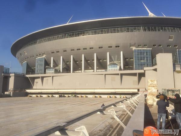 В чашу арены на Крестовском впервые задвигают выкатное поле