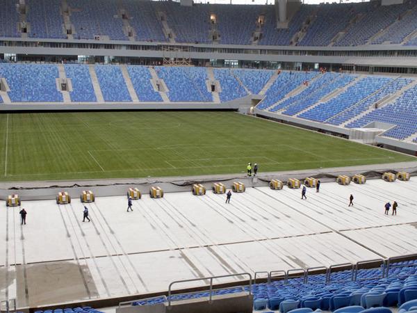 Поле стадиона на Крестовском зашло на «зимнюю стоянку»