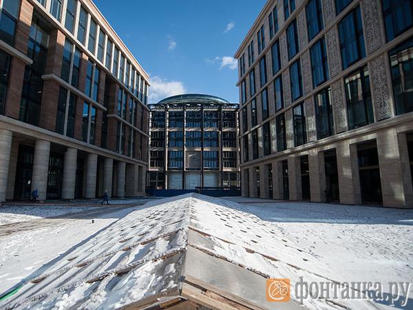 Здания Смольного бросят в кассу ВТБ