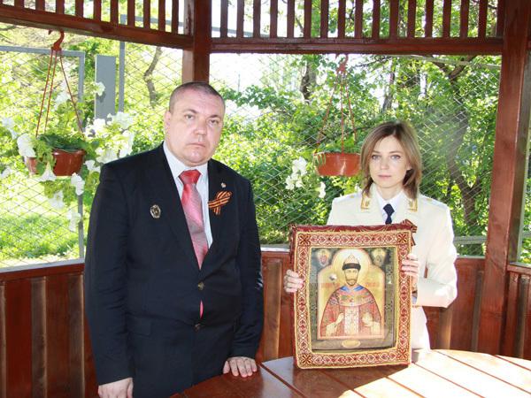 Борцы с Матильдой заставят Петербург памятниками Распутину