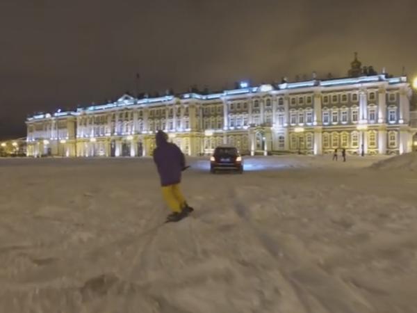 Сноубордист проехал по Дворцовой