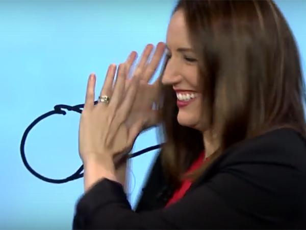 Телеведущая нарисовала на сенсорном экране вместо пушки нечто неприличное