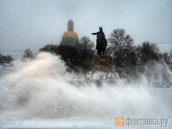 ГУ МЧС по Петербургу предупреждает об ухудшении видимости до 500 м из-за метели
