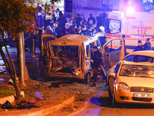 СМИ: в центре Стамбула произошел взрыв, десятки жертв