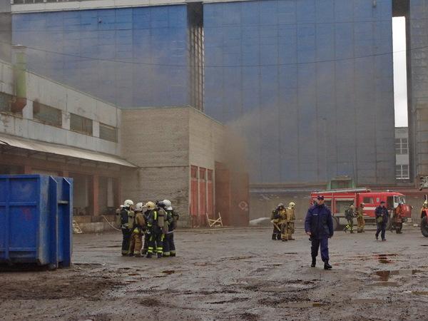 Пожар на Парнасе напугал дымом
