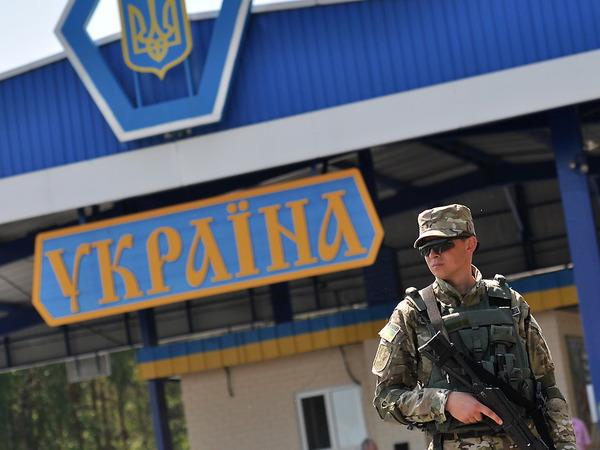 Как петербургские фуры объезжают Украину