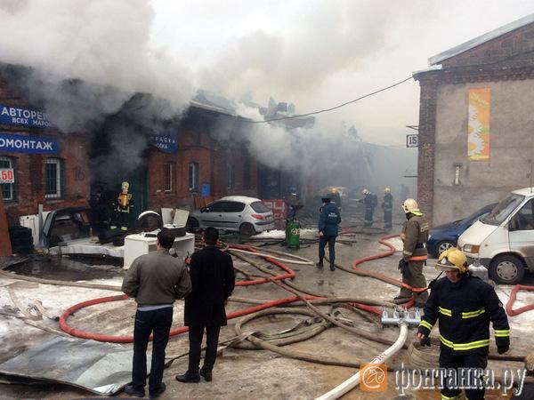 Площадь пожара на Лиговском выросла до 150 кв. метров