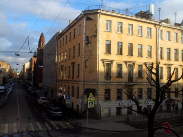 На улице Маяковского поселился 10-метровый Хармс