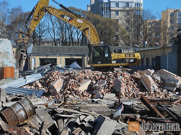 Как избавиться от исторического здания в Петербурге