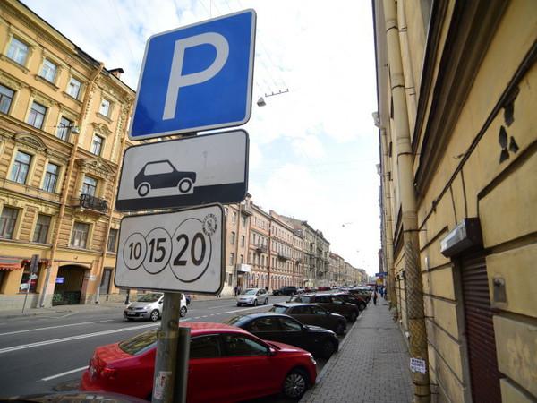 Смольный решил переплюнуть Москву по количеству платных парковок