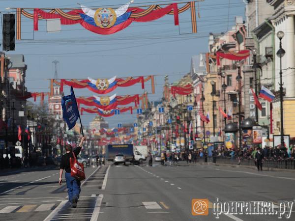 На Невском проспекте началось первомайское шествие