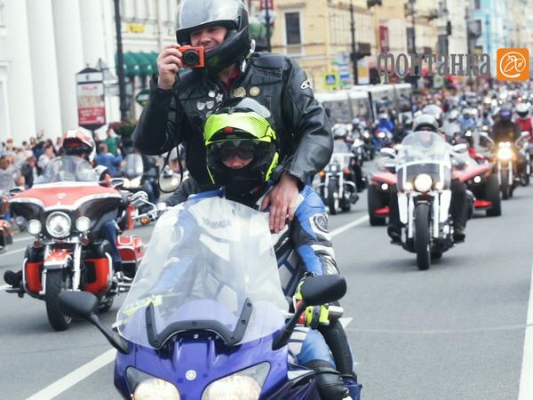 «Харлей» может: как байкеры проехали мотопарадом через пол-Петербурга